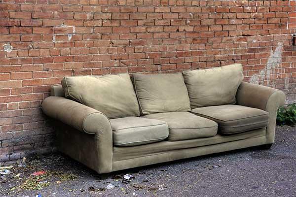kondisi sofa rusak
